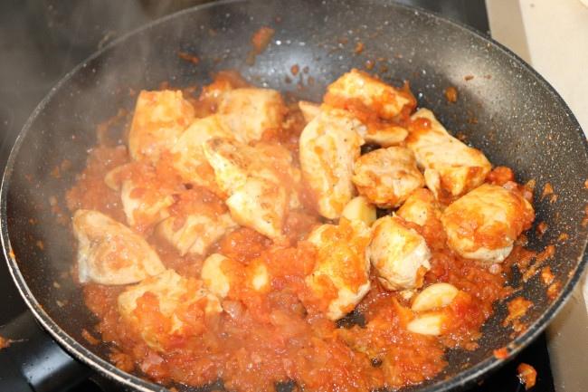 El pollo, ingrediente destacado en esta receta de fideuá